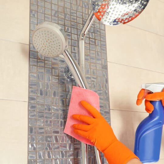 8 Steps to Clean Your Shower